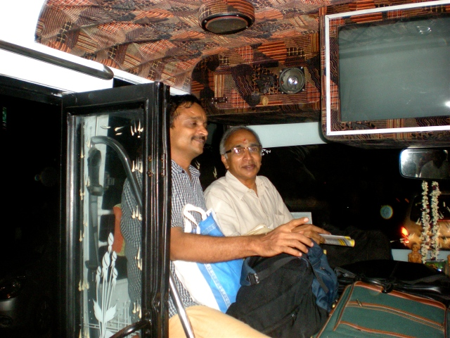 Bala and Narayanan on the Bus to Ganapathy Agraharam